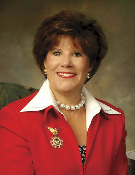 Eagle Forum Honors Alabama's First Lady With Full-time Homemaker of the Year Award